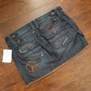 GUESS Stretch Rebel Wash Peace  Skirt NWT Size 27
